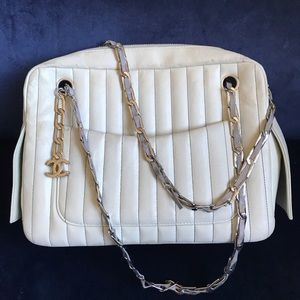 CHANEL cream lambskin leather purse shoulder bag